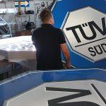 Das Team von S&S Werbung bei den Arbeiten für TÜV Süd